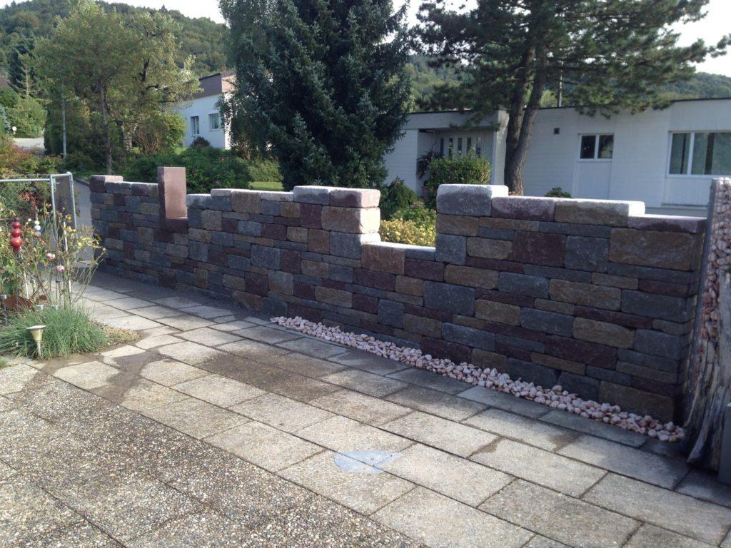 Gartengestaltung mit Naturstein Mauer Sirnach Thurgau