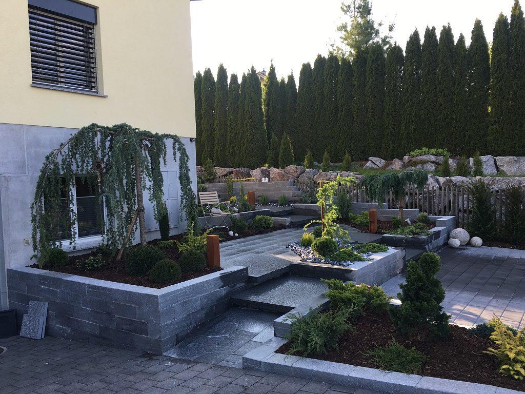 EFH Amlikon-Bissegg Natursteinplatten und Gartenwege Thurgau