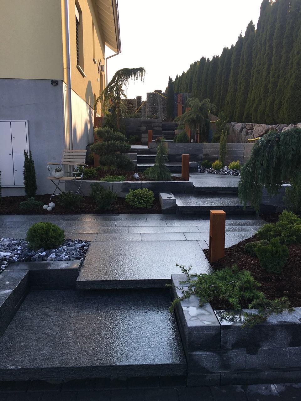 EFH Amlikon-Bissegg mit Gartenparadies - Gartenidylle mit Naturstein Gartenplatten