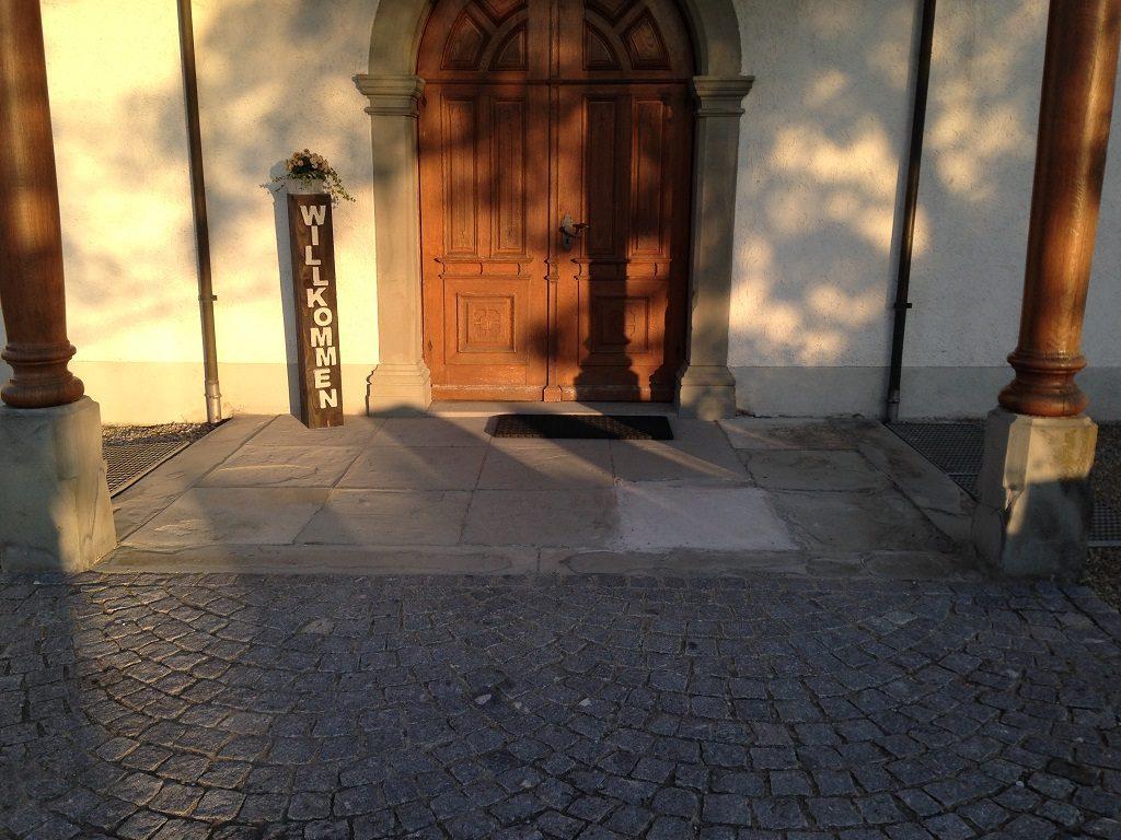 Naturstein-Platten Thurgau Kirche_Schoenholzerswilen Bistum Kanton Thurgau Neuanlagen Gartenbau